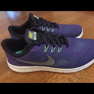 Nike Shoes - Nike Free Run (GS)  size 7Y 👟